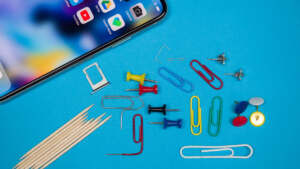 Remove Sim Card from iphone Without Tool